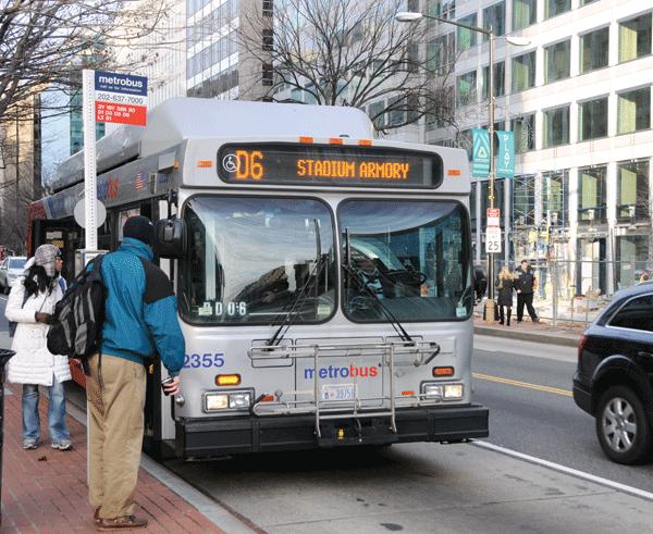 Buses-Farragut-N-010412-52