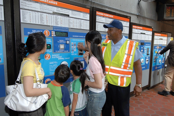 Farecard machine tourists 071807 022